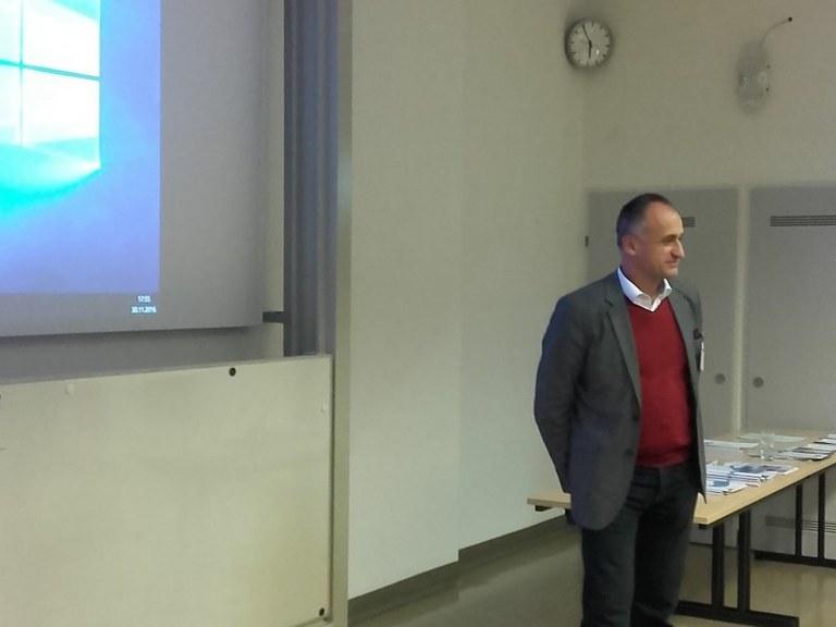 phoca_thumb_l_Vienna Host Robert Konecny.jpg