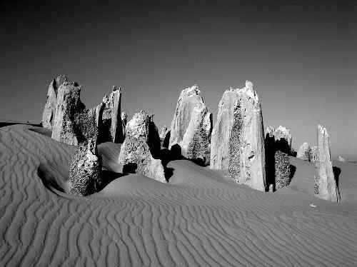 800px_pinnacles_western_australia.jpg