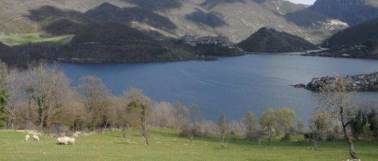 Lago di Turano 2.jpg