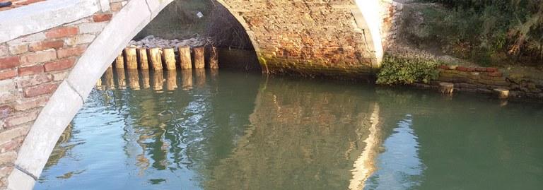 acqua sotto ponte.jpg